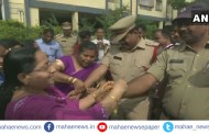 हैद्राबाद बलात्कार प्रकरण: महिलांनी पोलिसांना राखी बांधत केलं सेलिब्रेशन