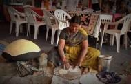 इंद्रायणी थडी महाराष्ट्रात 'भारी'; चाखायला या गावरान पिठलं अन् भाकरी!