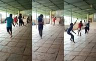 कोल्हापुरात कोविड सेंटरमध्ये फुटबॉल खेळणाऱ्या ६ कोरोना रुग्णांवर गुन्हे दाखल