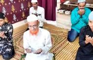 ईदनिमित्त घरातच नमाजपठण, मुस्लिम बांधवांनी कोरोनामुक्त देशासाठी अल्लाकडे मागितली दुआ