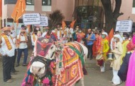 शिवसेनेने जिल्हा परिषदेच्या ढोंगी कारभाराचा निषेध करुन 'नंदीबैल आंदोलन'