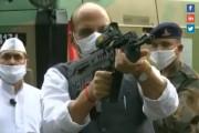 Dusserha 2020 : राजनाथ सिंग यांनी हातात रायफल घेऊन केलं शस्त्रपूजन