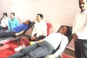 कोरोनाकाळात रक्त तुटवडा, वाढदिवसाचा खर्च टाळून घेतले रक्तदान शिबिर - वसंत काटे