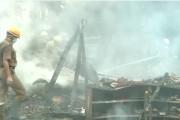 कोलकाताच्या बैष्णबाघाता टाउनशिप भागात मूर्तीच्या गोदामात भीषण आग