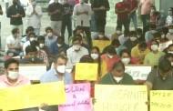 पगार न मिळाल्याने नवी दिल्लीतील हिंदुराव रुग्णालयाच्या निवासी डॉक्टरांचे अनिश्चित उपोषण