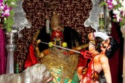 दुर्गाष्टमी निमित्त तुळजाभवानी मंदिरात मांडण्यात आलेली महिषासूर मर्दिनी अलंकार महापूजा