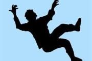 पोलीस ठाण्याच्या इमारतीवरुन उडी मारुन पोलीस शिपायाचा आत्महत्येचा प्रयत्न