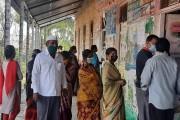 #GramPanchayatElection2021: साताऱ्यात शांततामय व कडेकोट पोलिस बंदोबस्तात मतदान सुरु