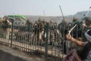 दिल्लीत शेतकरी आंदोलनाला हिंसक वळण; बसेसची तोडफोड, पोलिसांच्या बंदुका हिसकावल्या!