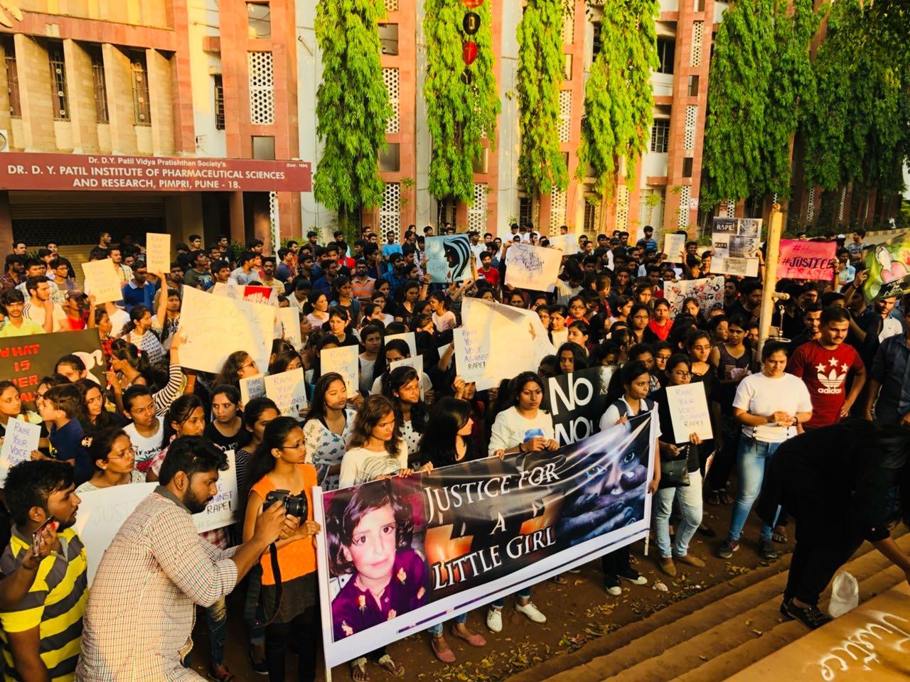 'असिफा'ला न्याय मिळावा, म्हणून पिंपरीतील  विद्यार्थ्यांचा कॅण्डल मार्च