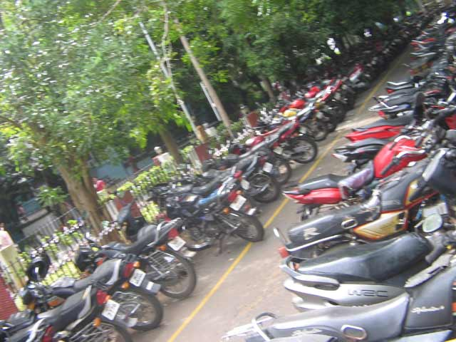 भाटनगर ते शगूनपर्यंत निर्बंध, सम-विषम तारीख : ३० मीटरपर्यंत नो पार्किंग