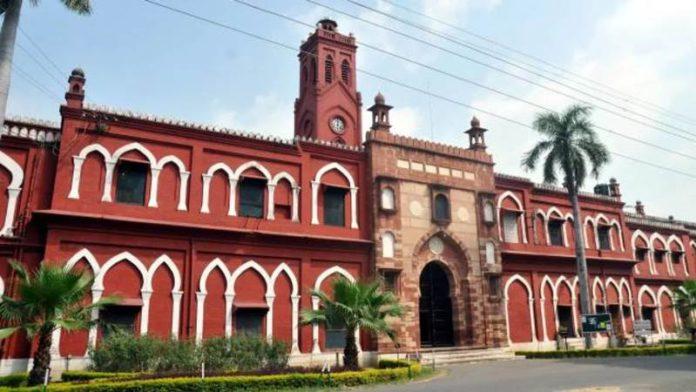 अलीगढ मुस्लिम विद्यापीठातील जिना यांच्या फोटोचा वाद पेटला