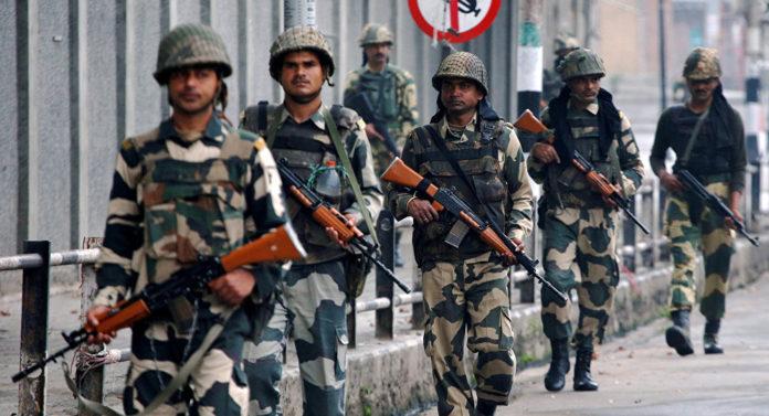 पाकिस्तानी सैनिकांचा भारतीय हद्दीत मारा; महिला जखमी