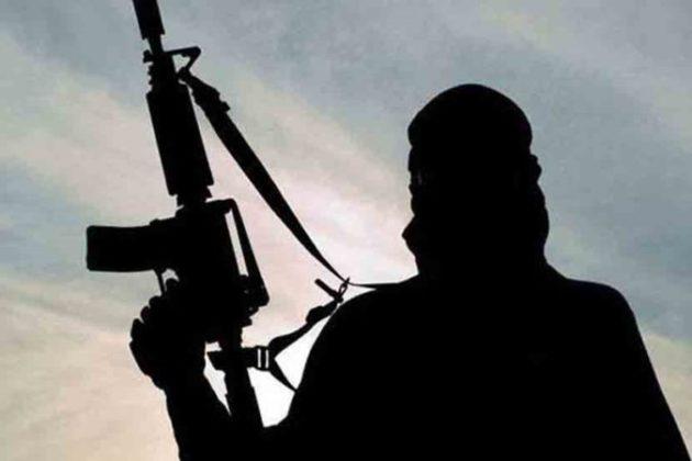 कुलगाम जिल्ह्यात चकमकीमध्ये तीन दहशतवाद्यांचा खात्मा