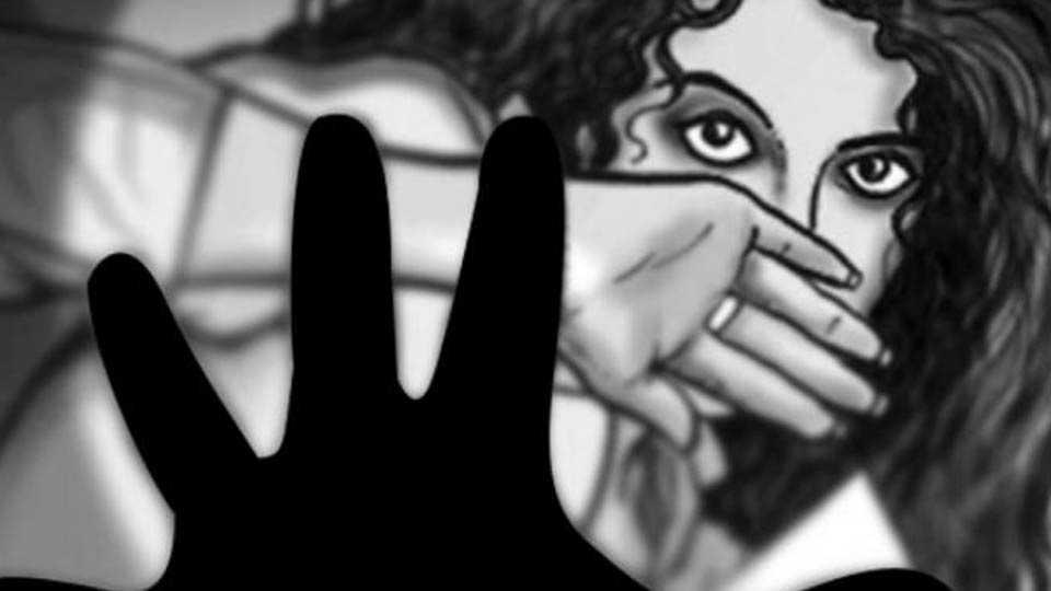 युवतीवर बलात्कार प्रकरणी तीन जण ताब्यात