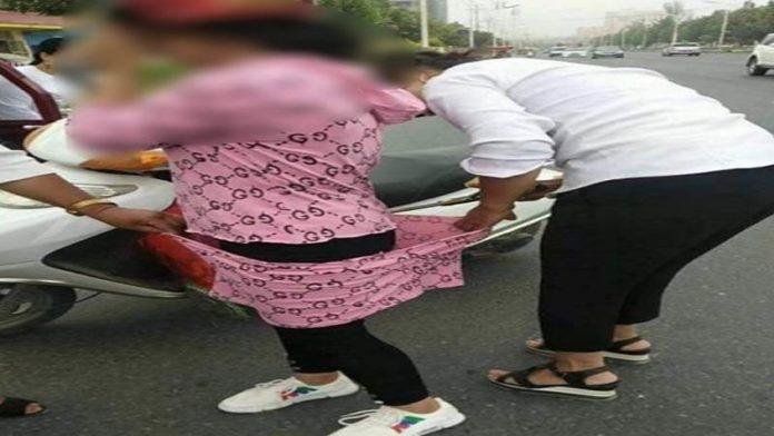 मुस्लिम महिलांच्या वस्त्रांवर चिनी पोलीसांची कात्री