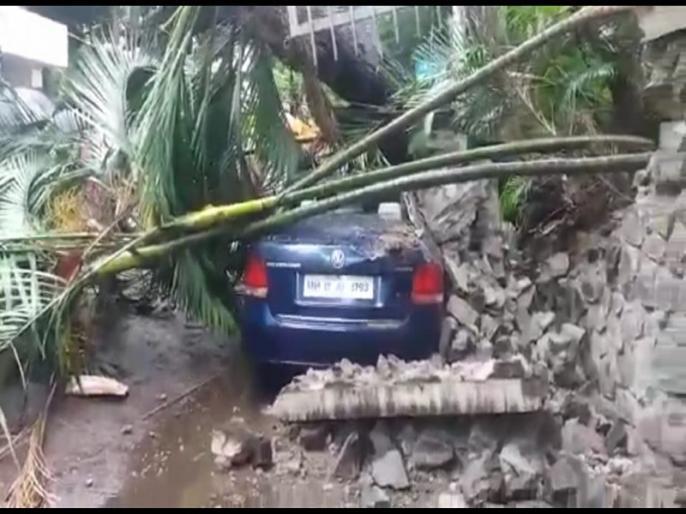 शिवाजीनगरला भिंत व झाड कोसळून गाड्यांचे नुकसान