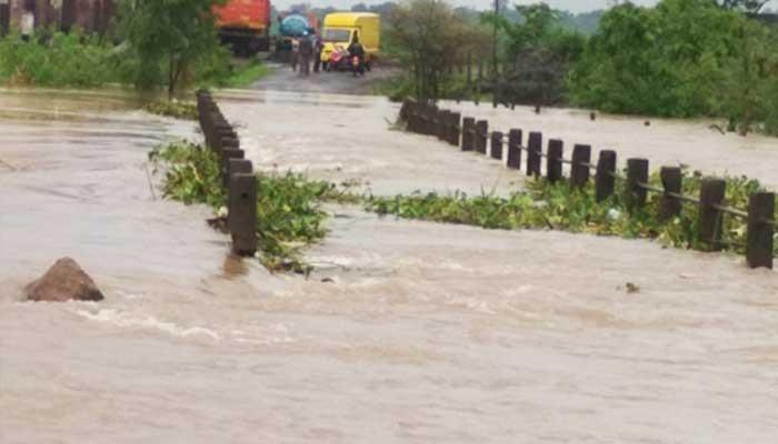 वडिवळे पूल पाण्याखाली; आठ गावांचा संपर्क तुटला