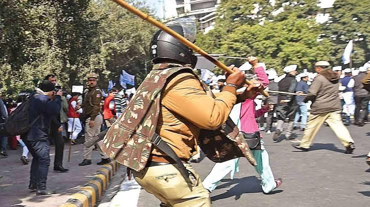 Lathicharge on JNU protesters 'inhuman', no govt should run amok : Shiv Sena