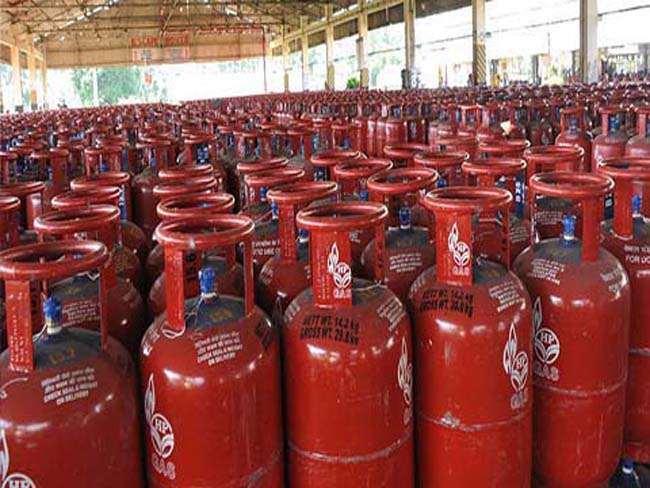गॅस सिलिंडर दरवाढ त्वरित मागे घ्या: ऊर्जामंत्री डॉ. नितीन राऊत यांची मागणी