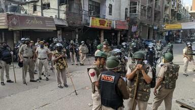 शाहीन बागमध्ये पोलिसांची कारवाई, आंदोलकांना हटविले