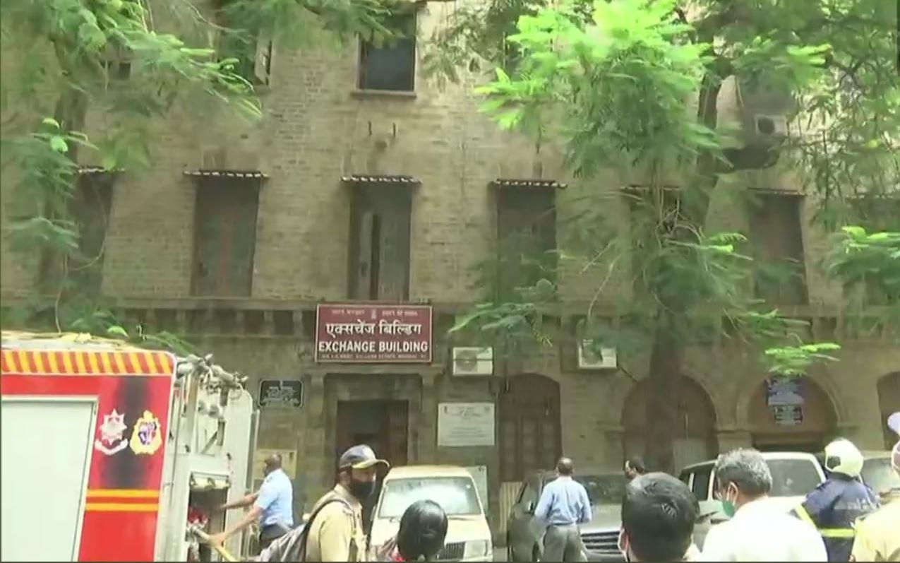 #Breaking: मुंबईत बलार्ड ईस्टेट येथे इमारतीला आग, अग्निशमन दलाचे पथक घटनास्थळी दाखल