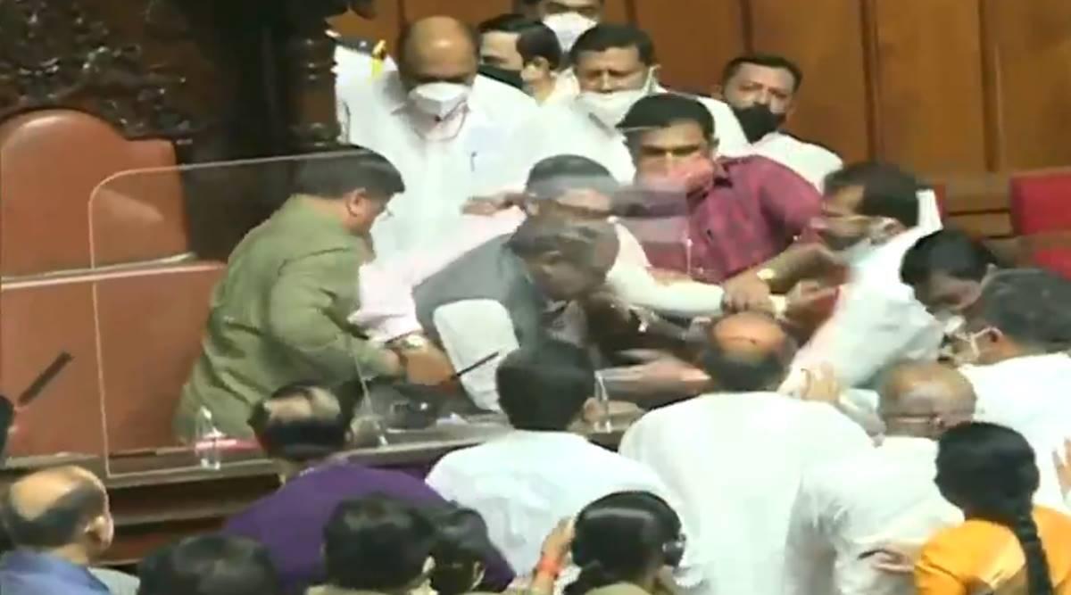 Video: कर्नाटक विधानपरिषदेत गोंधळ, उपसभापतींनाच खुर्चीवरुन खाली खेचले