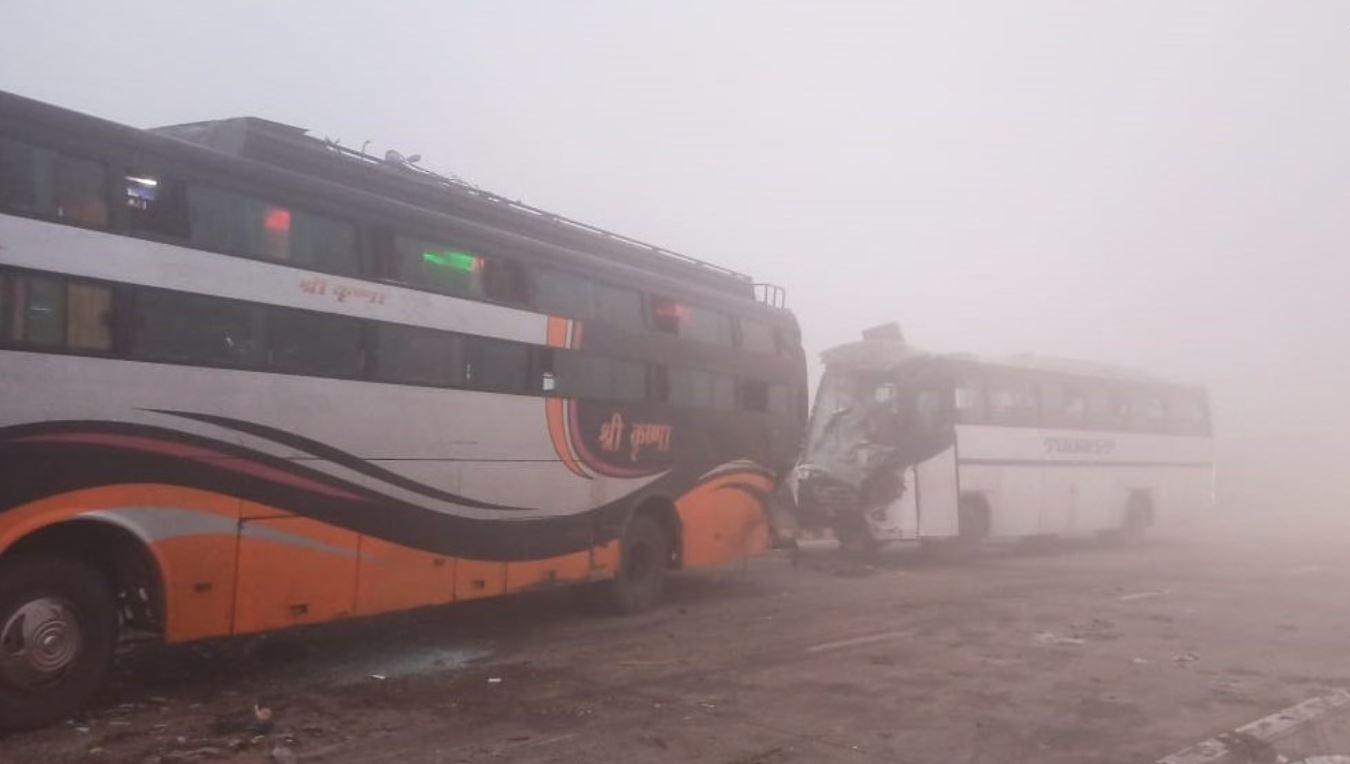 मथुरेमध्ये दाट धुक्यामुळे बस अपघातात, 1 ठार तर 12 जखमी